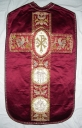 Ornement rouge 1 : chasuble et étole