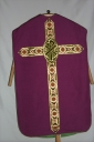 Ornement violet 1 : chasuble, voile du calice