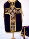 Ornement violet 2 : chasuble, étole, voile de calice