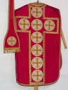 Ornement rouge 4 : chasuble, étole, bourse de corporal, voile de calice