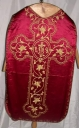 Ornement rouge 2 : chasuble, bourse de corporal, manipule, voile de calice