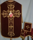 Ornement rouge 2 : chasuble, bourse du corporal, étole, voile du calice